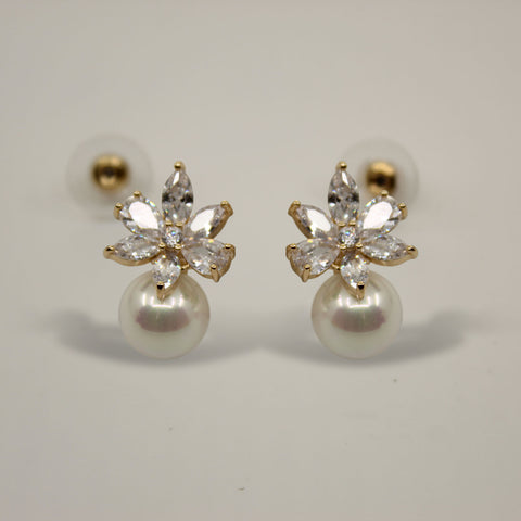 UrbnStyl Flower Petals with a Pearl Drop - Gold