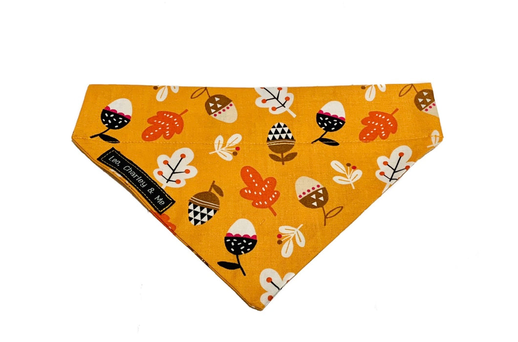 Gorgeous dusty orange cotton poplin autumnal dog bandana printed with acorns and oak leaves. Hand made in the U.K. and washable