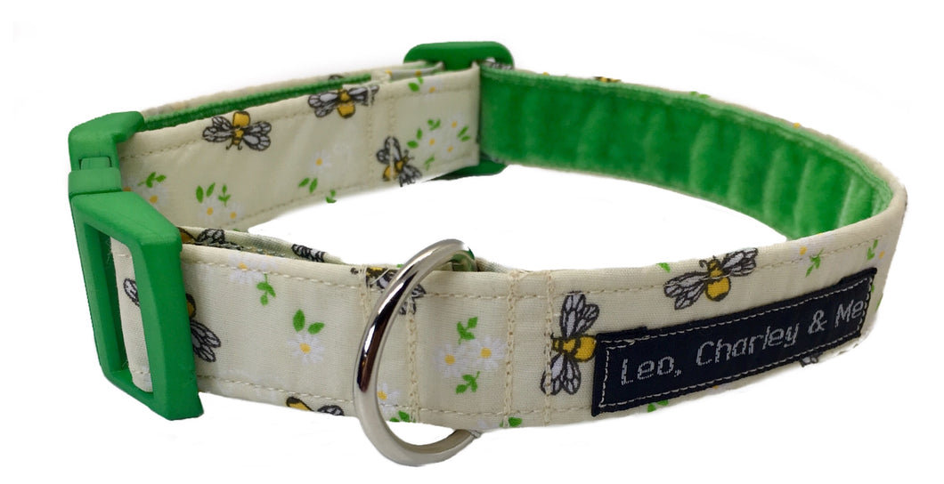 Cute bee print poplin fabric with daisies dotted around. This collar has the softest green velvet lining and a matching green side release buckle. Looks lovely on any dog whether you are a Manc or not!