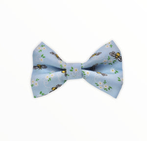 Handmade dog bow tie in cotton print. Made by hand in the U.K. and washable. Pale blue printed with tiny bees and flowers