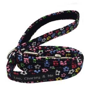 Fabric dog lead in a Ditsy floral cotton print. Washable and designed to co-ordinate with our range of dog collars, bandanas, bow ties and accessories. Handmade in the U.K.