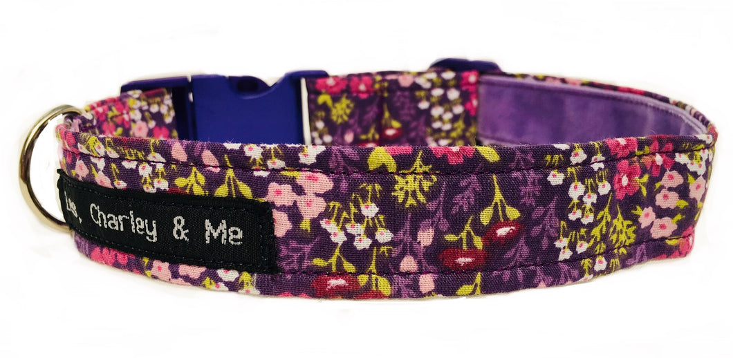 Lovely lilac floral print cotton fabric dog collar with purple accents with a gorgeous, soft lilac velvet ribbon lining.  Finished off with a vibrant purple co-ordinating side release buckle.
