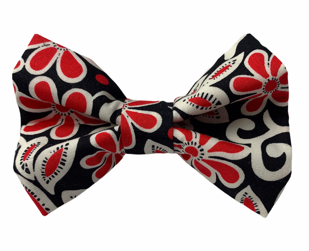 Handmade cotton dog bow tie in a black, red and cream swirly print. Handmade into the UK and washable.