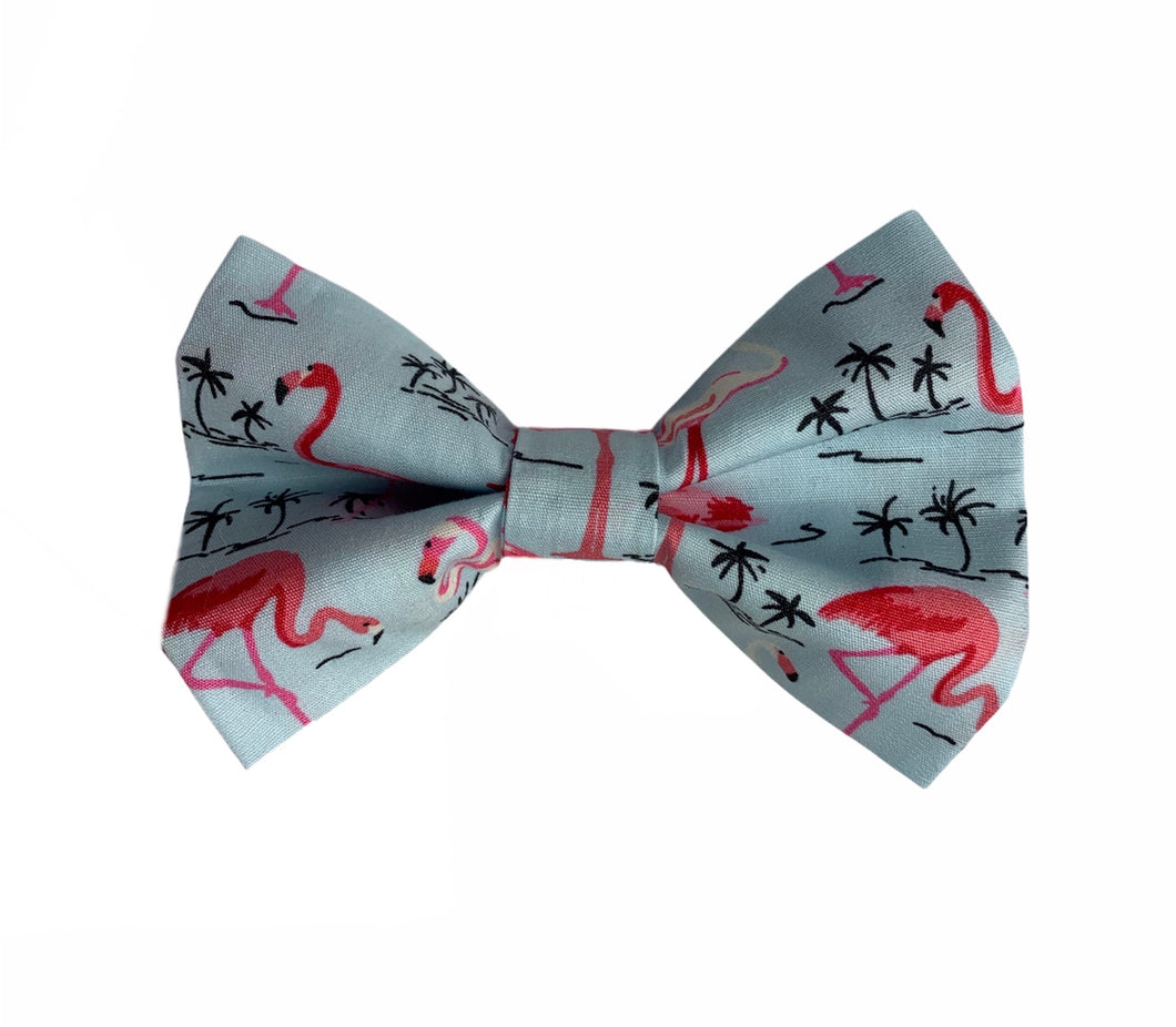 Handmade dog bow tie in a Pretty Flamingo cotton poplin print. Handmade in the UK and washable.