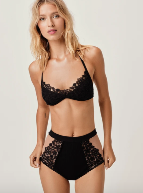 Daisy Lace Triangle Top in Noir