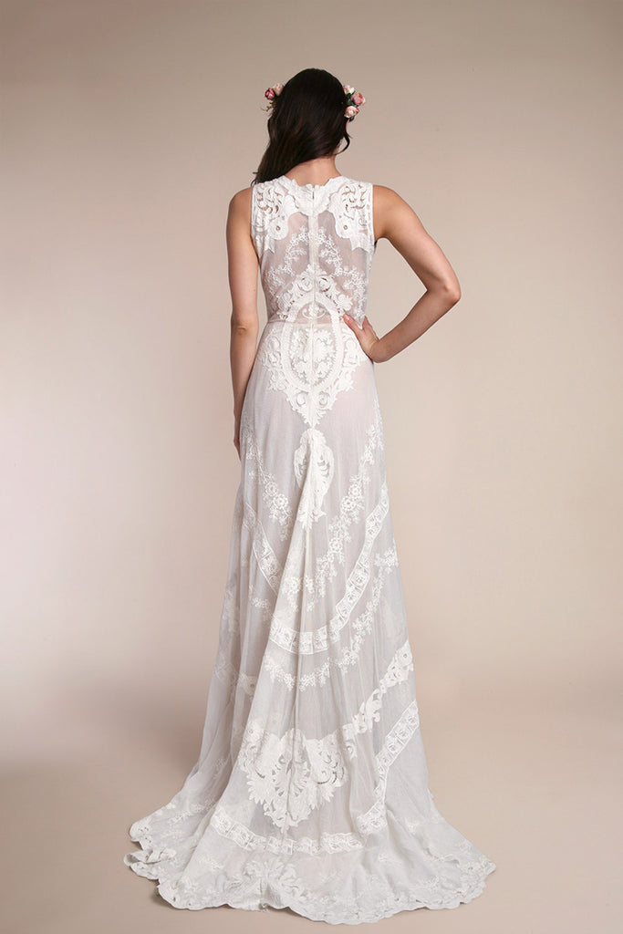 Lotus Threads 71072 gown