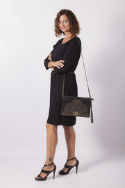 vestido negro plumeti dress division con bolso remaches
