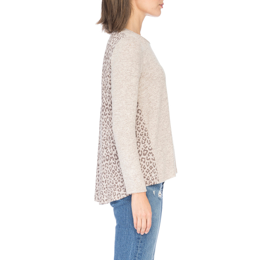 Reda Cozy Pleat Back Top in Leopard