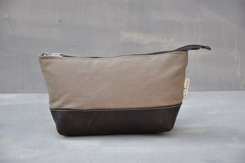 Cosmetic Bag  - With Base (Beige / Buffed Brown)