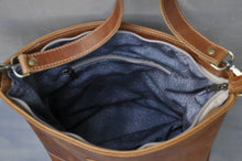 Load image into Gallery viewer, Megan bag With a twist ( Diesel Toffee)