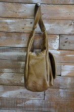 Load image into Gallery viewer, Robin bag - ( Pecan color)