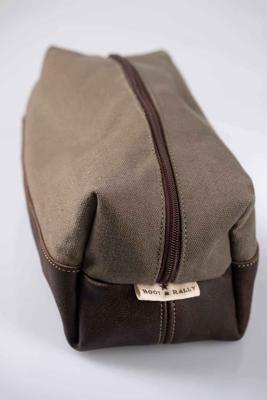 Toiletry bag- Canvas & Leather (Olive / Buffed Brown)
