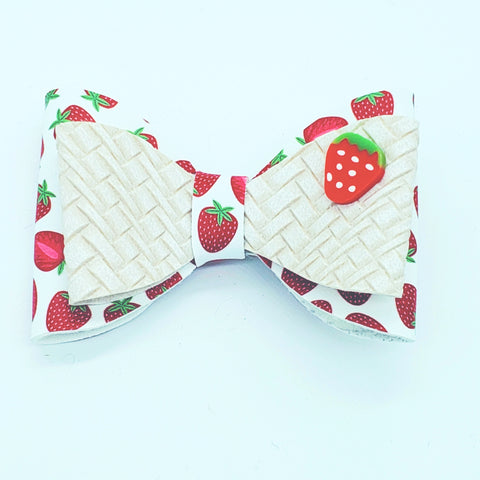 Picnic Basket Strawberry Bow