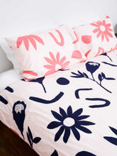 Load image into Gallery viewer, Floral Dreams Pillowcase set Ink & Musk