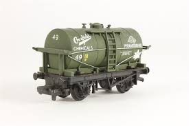 37-147 Mainline 4 ton tank wagon in Crosfield Chemicals livery