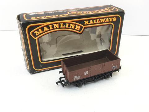 37-170 Mainline 5 Plank Wagon, BR brown