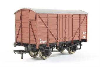 37-728 BACHMANN 12 Ton ventilated van in BR browny