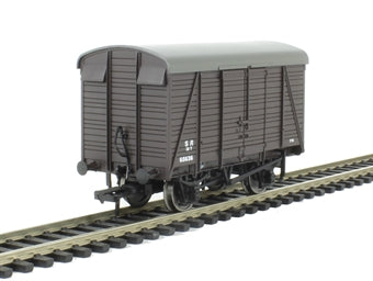 38-084 BACHMANN 12T   Southern Planked Ventilated Van    SR  Brown