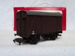 B17 Dapol  12 Ton Box Van, SR brown