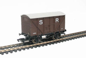 Dapol B326 Ventilated van in SR brown