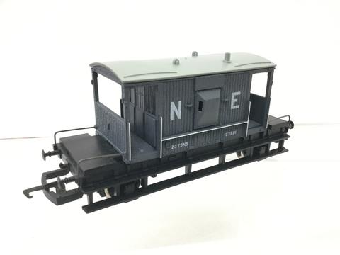 R031 Hornby LNER Brake Van 157838 Grey.