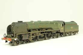 R2446 Hornby BR Duchess Class 4-6-2, Duchess of Montrose weathered, DCC, Sound, firebox and loco lights