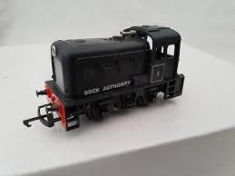 HORNBY R253 Dock Authourity diesel shunter, Black livery