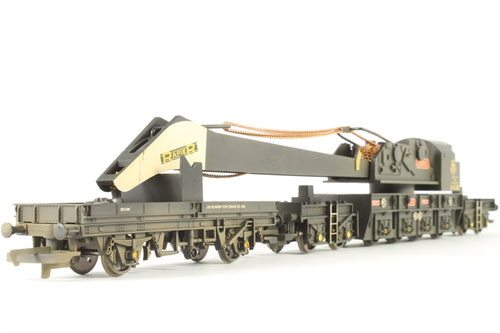 R6183 Hornby 75 Ton breakdown crane with matching trucks in BR black (weathered)