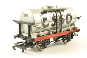 R6319B Hornby 14 ton tank wagon in Esso livery