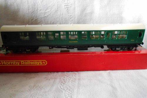 R933 HORNBY BR Comp Coach    SR Green   No. 5740