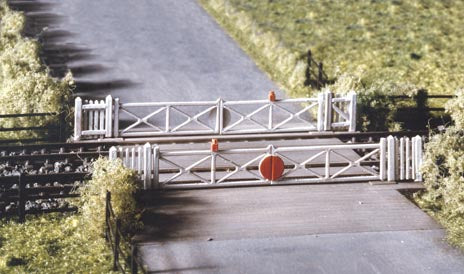 234 Level Crossing   Gate Type (N Gauge)