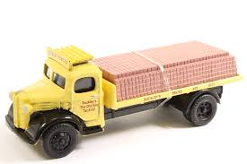EM76307	Classixs Austin K2 flatbed, Buckleys bricks with load