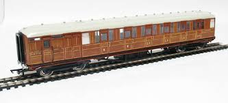 R4170 Hornby LNER 61ft 6in Corridor brake