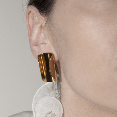 CURVED CIRCLE EARRING GOLD PLATED SILVER