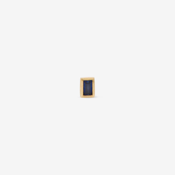 rectangular labret with blue sapphire set in yellow gold