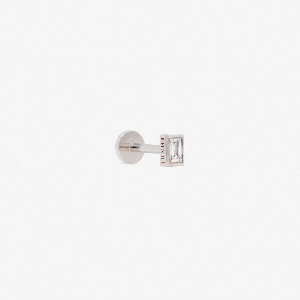 rectangular labret with white diamond set in white gold from side