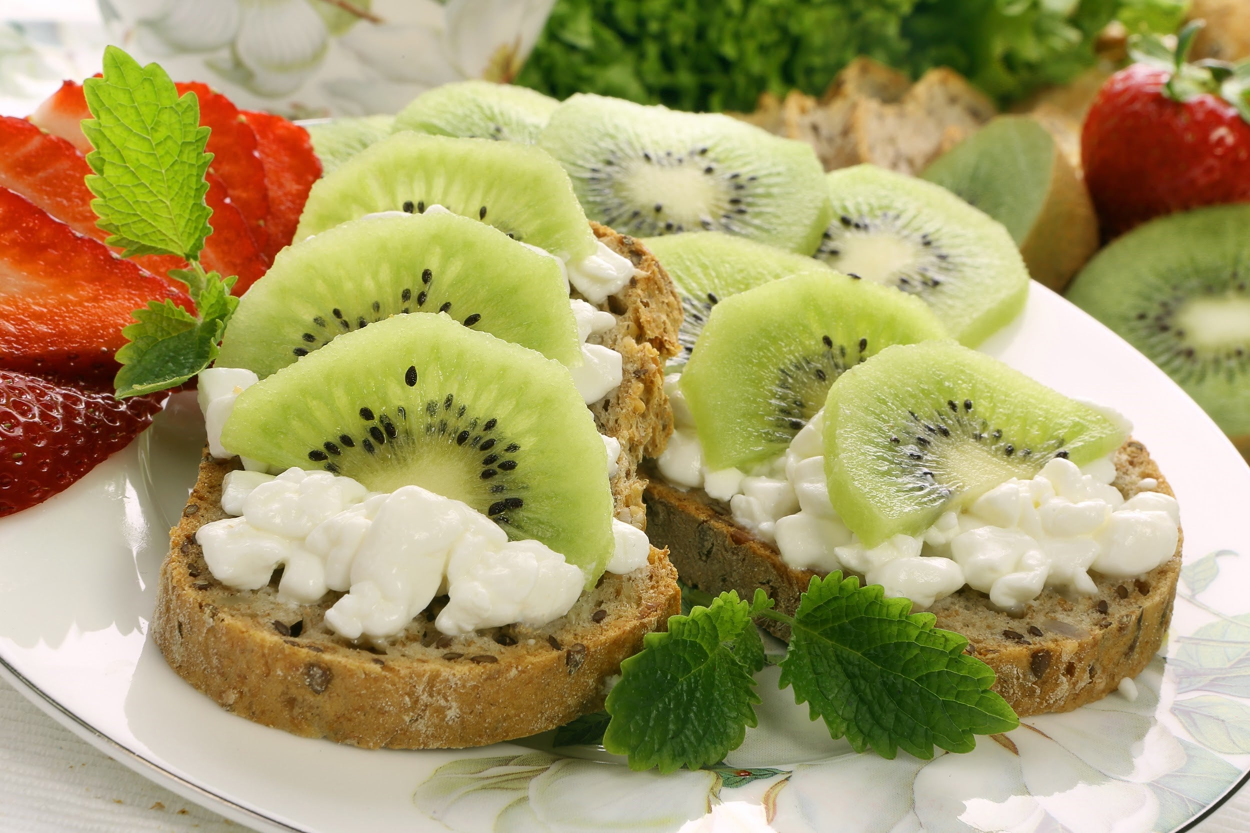 Kiwi and Cottage Cheese