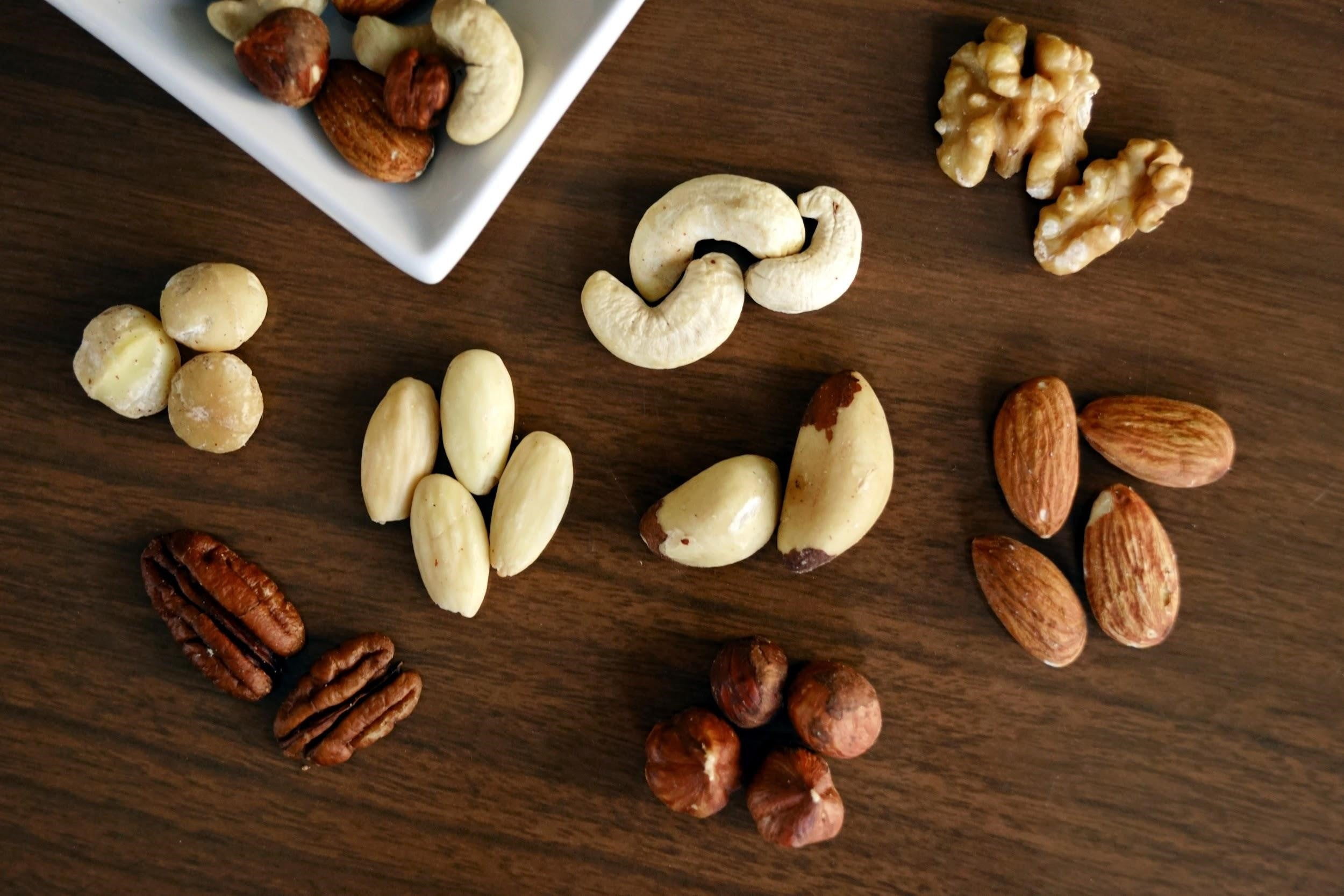 good fats for brain health - mixed nuts