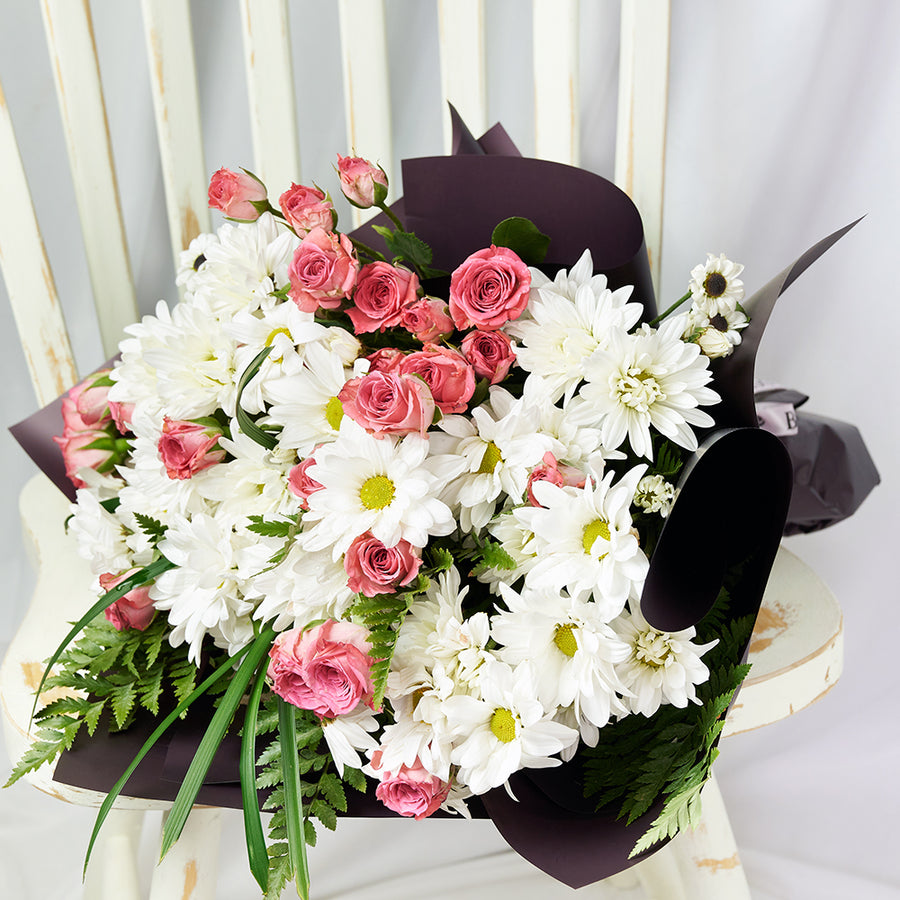 Pure and Pristine Daisy Bouquet - Gift Delivery - Same Day Toronto Delivery