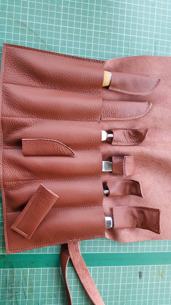 (S1) Spoon Carvers Leather Tool Roll (6 Pocket) with a selection of blade covers