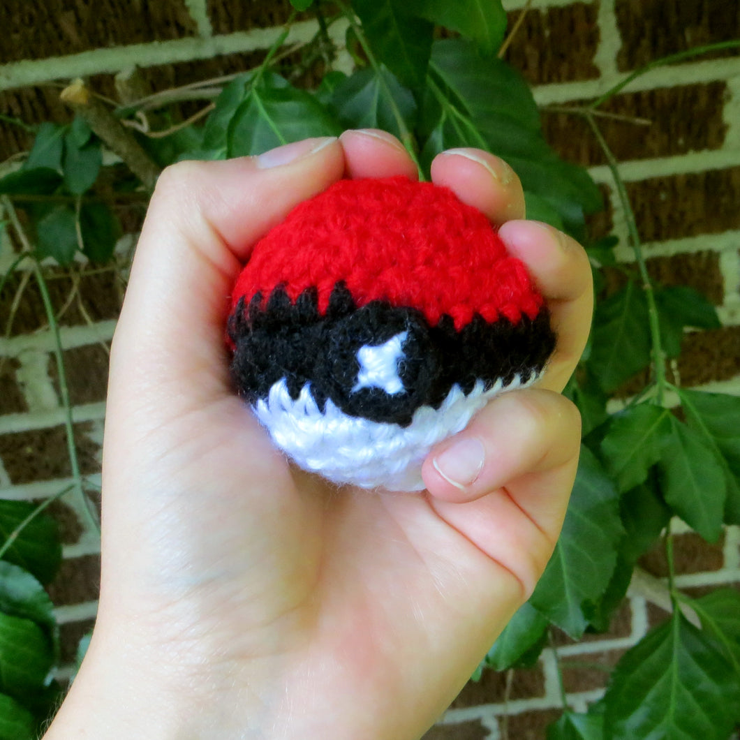 Pokeball Crochet Pattern (Including Video Tutorial)