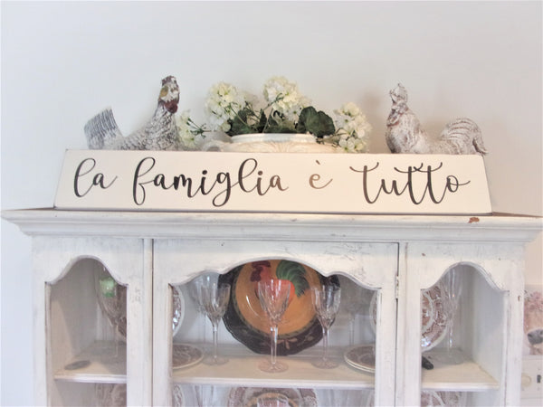 La Famiglia Sign - Family is everything in Italian