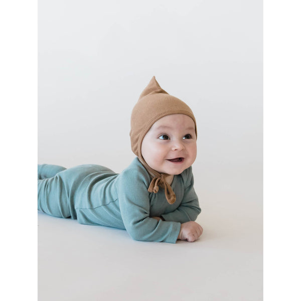 Quincy Mae Pixie bonnet made of super soft organic ribbed knit