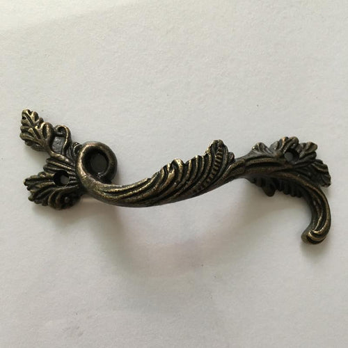 Leaves Striped Carved Kitchen Handle. - Paruse