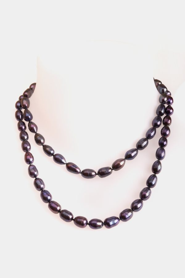 Dark natural freshwater pearls