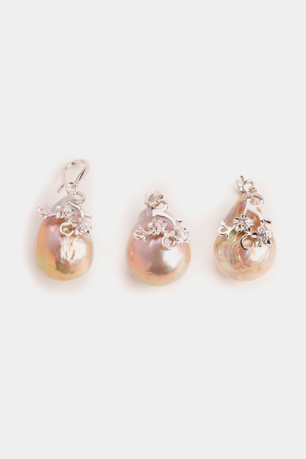 Freshwater baroque pearls earrings and pendant