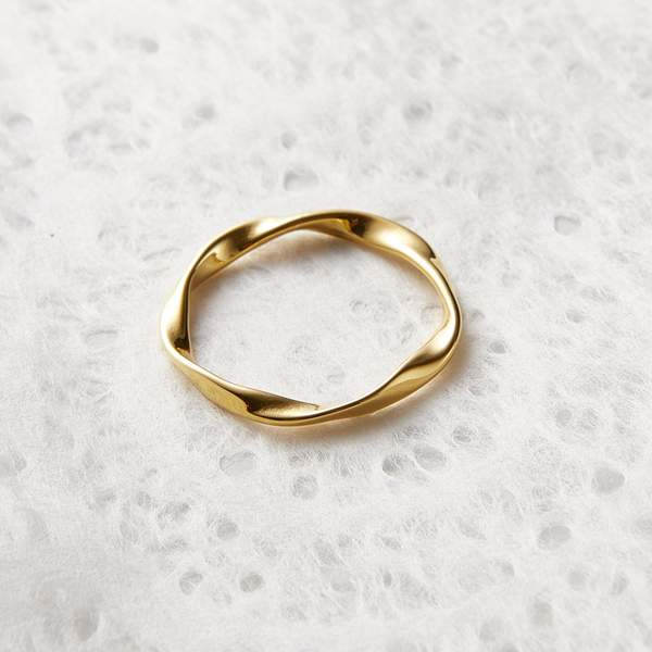 ESSENTIAL RIPPLE RING