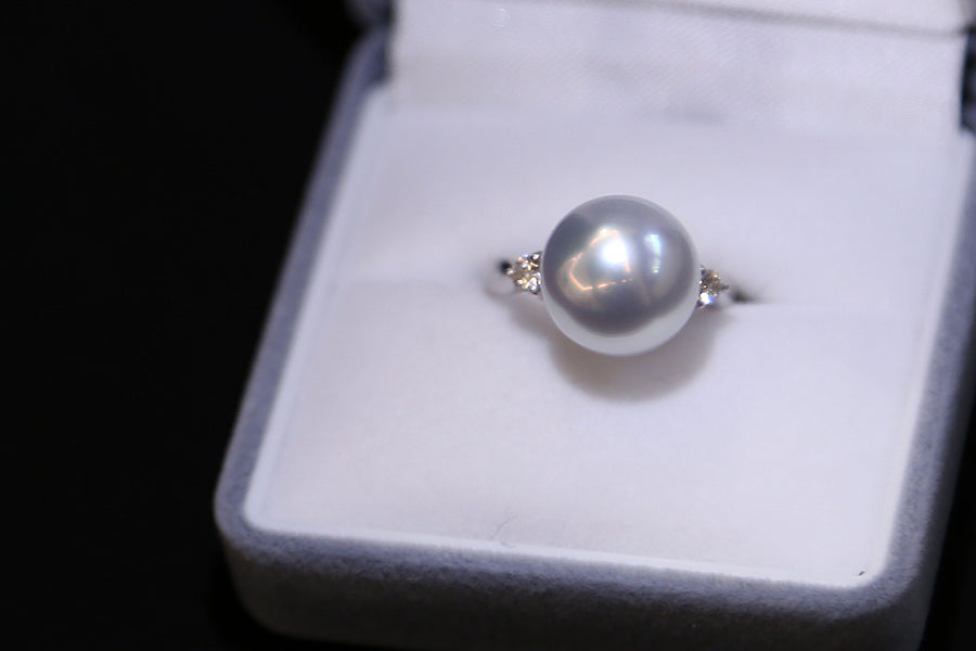 Pt900 Platinum with Diamond White South Sea Pearl Ring
