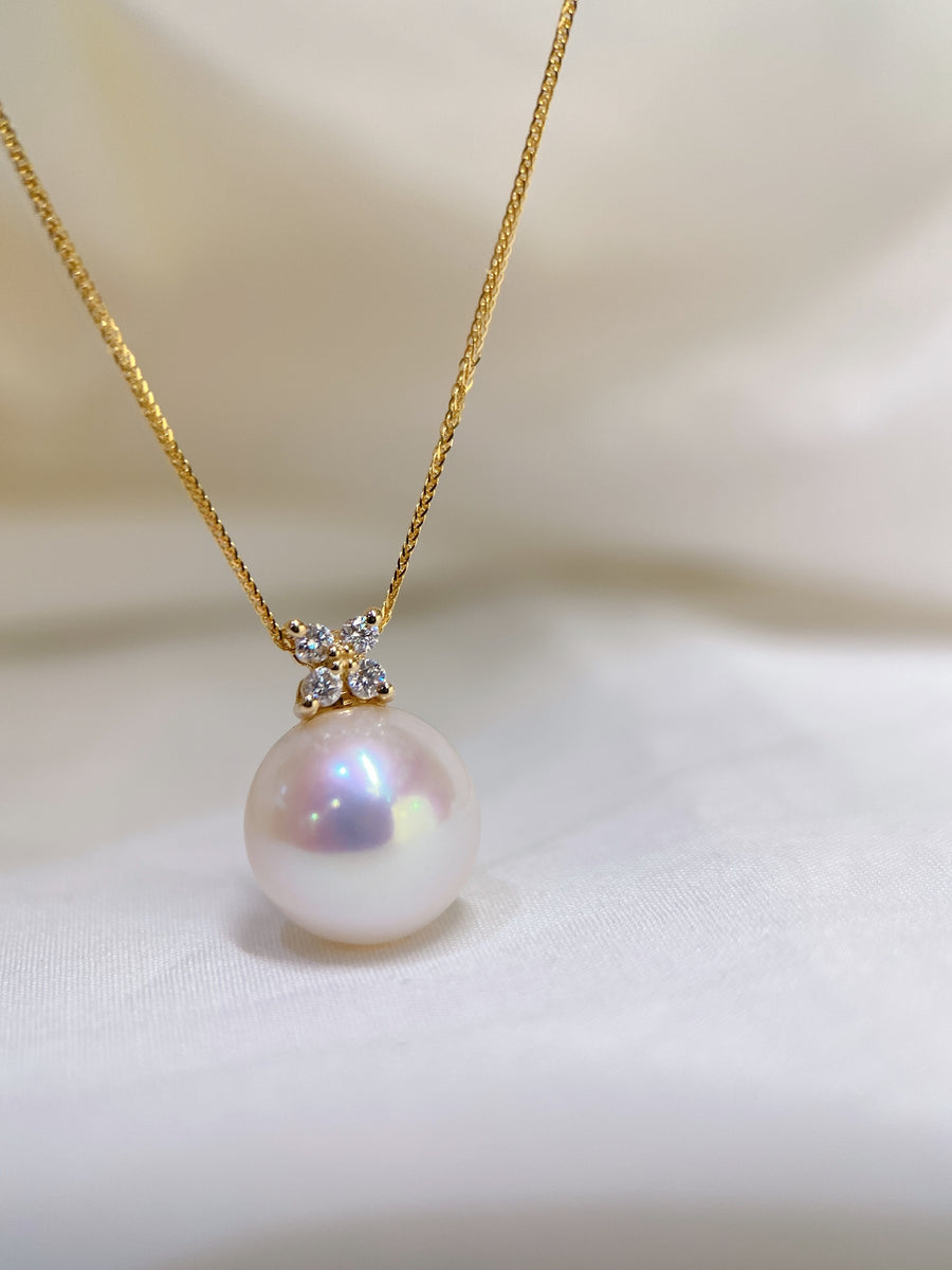 Freshwater Pearl Pendant in 18k Yellow Gold with Diamond