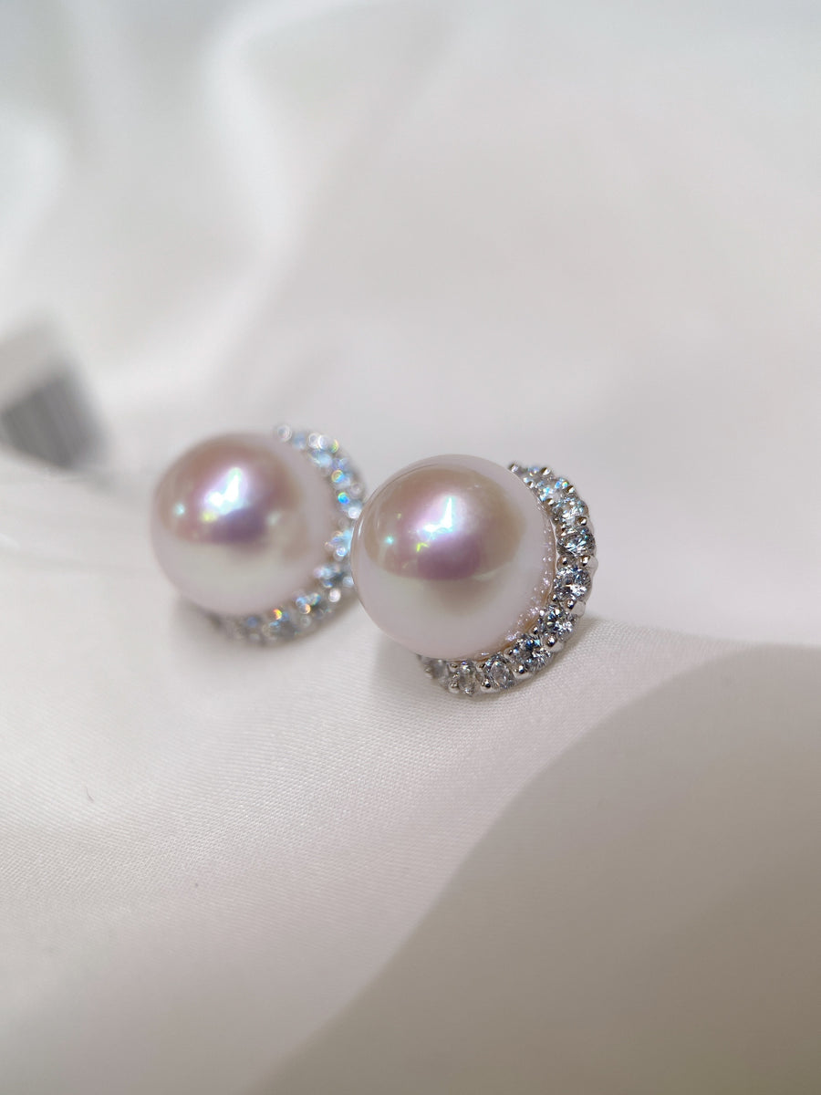 Freshwater Pearl Stud Earrings in 18k Yellow Gold